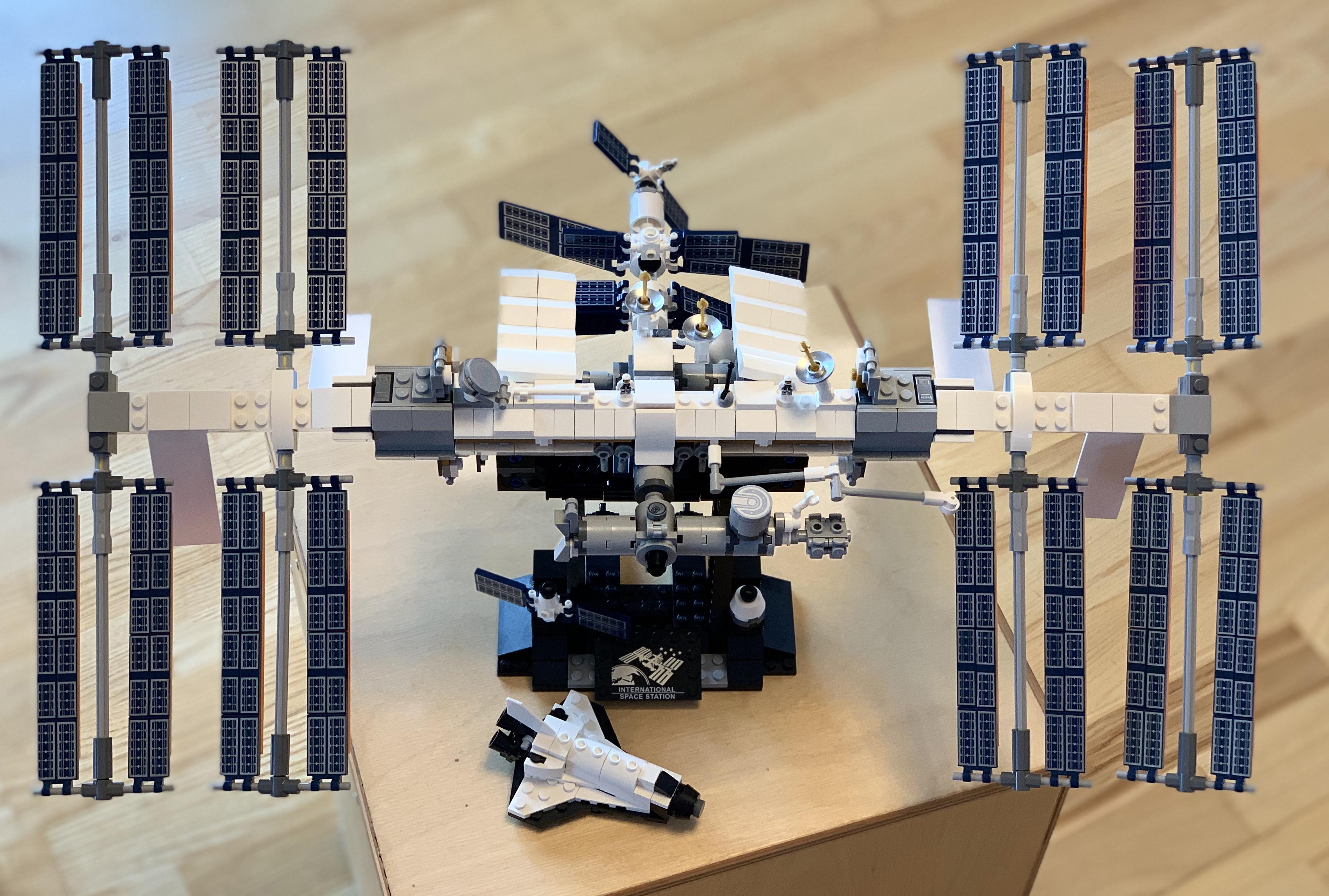 Lego ISS 130 x 88